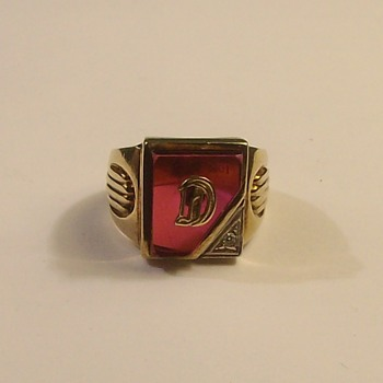 """Vintage 10k """"Initial"""" D Ring - Fine Jewelry"""