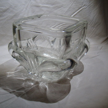 Clear chunky and squat vase by Schneider - Art Deco