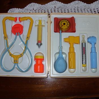 1977 fisher price medical kit - Toys