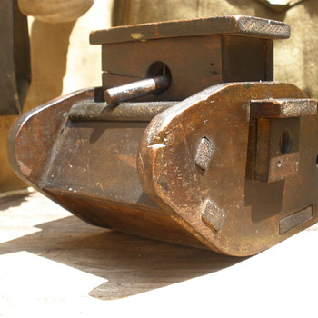 WWI English tank trench art money box. Awesome swiveling guns!  - Military and Wartime