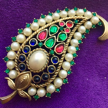 Vintage 1950's Trifari Leaf Gemstone Brooch  - Costume Jewelry