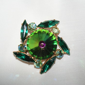 Small Brooch - Watermelon Rivoli - Costume Jewelry