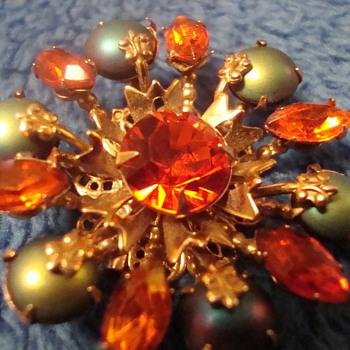 Interesting brooch - Costume Jewelry