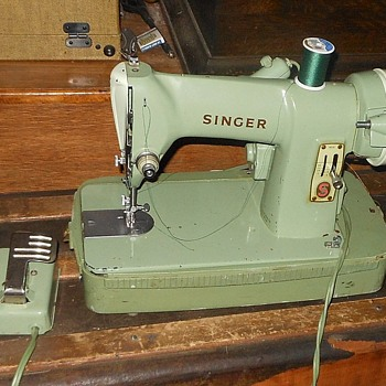 Green Singer Sewing Machine Model RFJ8-8 1950s Portable - Sewing