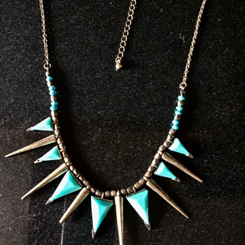 Necklace ? - Costume Jewelry