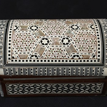 Vintage Syrian casket  - Furniture