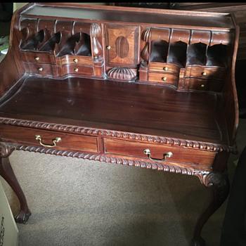 Found this beautiful antique desk! - Furniture
