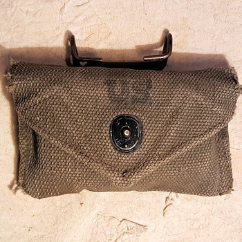 US M1943 First Aid Belt Pouch With Original Contents World War Two - Advertising
