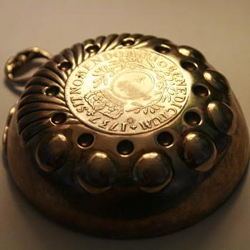 circa 1737 wine taster  Louix XV French Silver - Silver