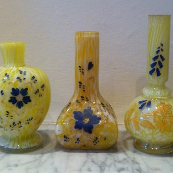 Group of 3 yellow spatters with enamelling and inscription - Art Glass