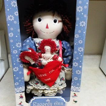 RAGGEDY ANN DOLLS IN BOX - Dolls