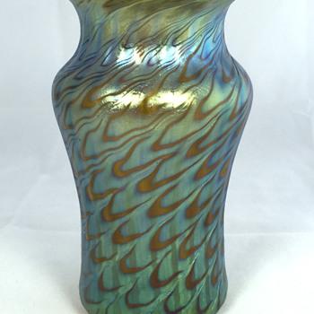 "Loetz Bronce ""Phänomen Genre 7734"" Vase. PN I-7585. 5.5"" Tall. Circa 1898. - Art Glass"