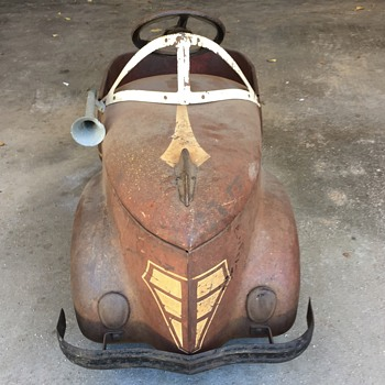 Was hoping someone can help me with finding out what make and model this pedal car is? - Toys