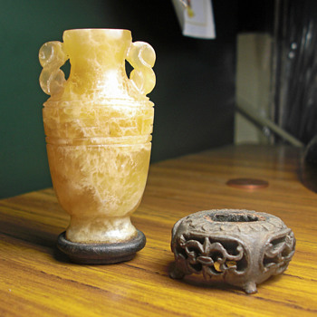Yellow jade snuff bottle