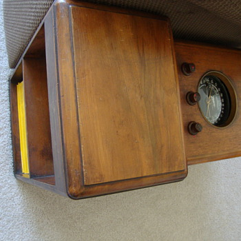 Zenith Shortwave Chairside Radio