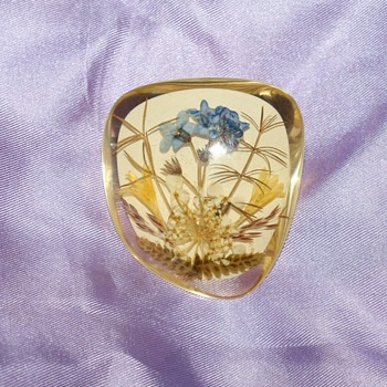Vintage Lucite Pin With Dryed Flowers - Costume Jewelry