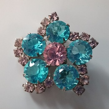 KJL 1960s brooch  - Costume Jewelry