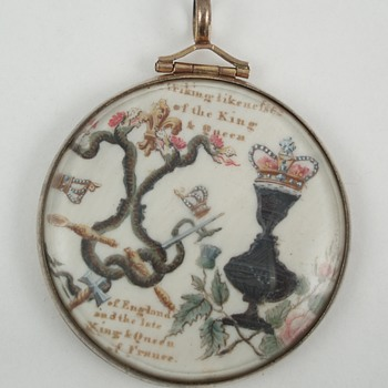 Amazing Anti-Monarchy Pendant - Fine Jewelry
