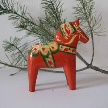 Nils Olsson Swedish Dala Horse - Figurines
