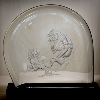 "Engraved Glass block/sculpture with ""trolls"" - Ake Bergqvist about 1975. - Art Glass"