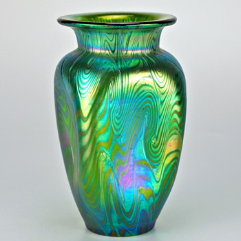 Loetz Phänomen Genre 7499 and Production Number 7499 with matching Loetz Pampas - Art Glass