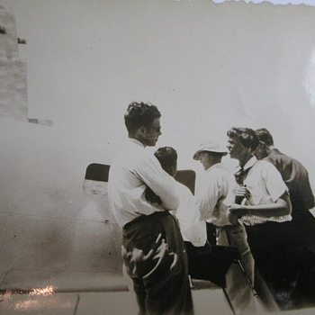 Possible amelia earhart pictures ? - Photographs