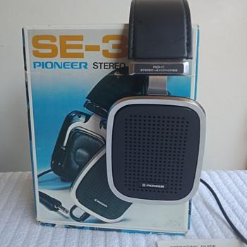 Pioneer SE-300 - Electronics
