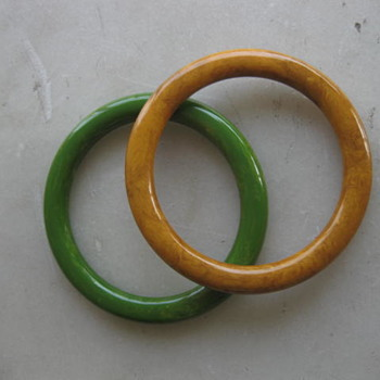 Marbled green and butterscotch bakelite bangles - Costume Jewelry