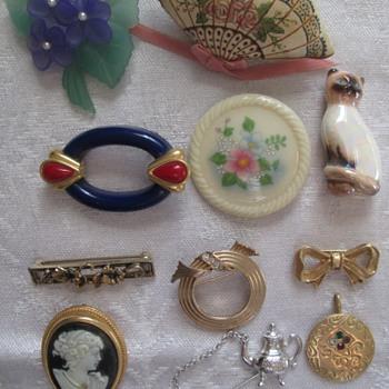 Avon brooches - Costume Jewelry
