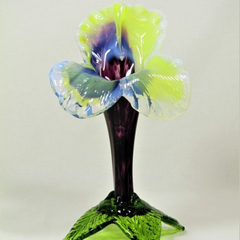 Kralik Iris Floriform vase ca. 1900 - Art Glass