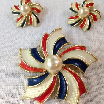 red, white and blue painted Pinwheel brooch with matching earrings - Costume Jewelry