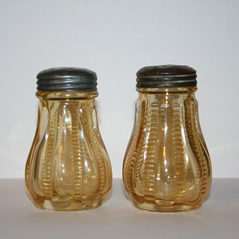 Carnival Glass Zipper Stitch Shakers