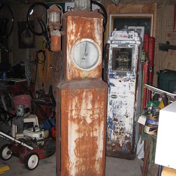 M&S ( Martin&Schwartz) model 19 Clockface gas pump from 1928 - Petroliana