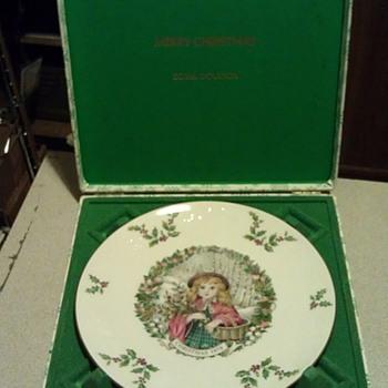 1978 Bone China Christmas Plate by Royal Doulton - Christmas
