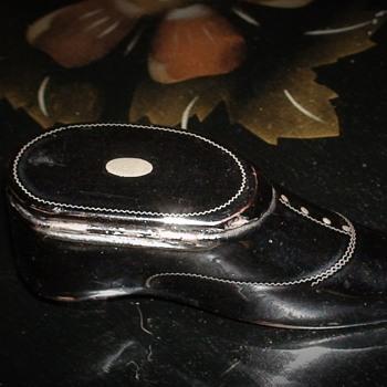 Snuff Shoe Box With Silver Inlay - Tobacciana