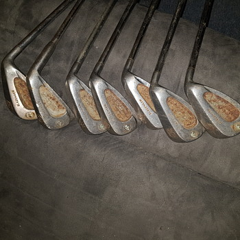Old golf clubs - Sporting Goods