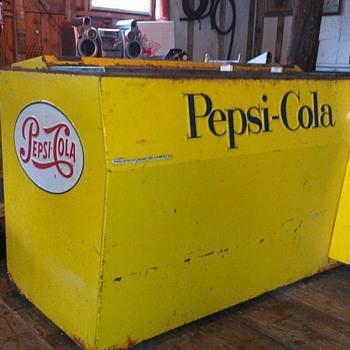 Yellow Pepsi pop machine