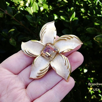 Crown Trifari day lily or starfish brooch - Costume Jewelry