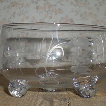 Bohemian Art Deco intaglio bowl. - Art Glass