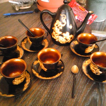 black lacquered tea set with gold dragon - Asian