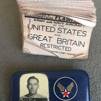 World War 2 USAAF ID Badge and Aircraft Flash Card Booklet - Military and Wartime