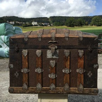 Unidentified barrel trunk - next project ? - Furniture