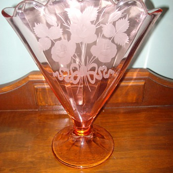 """Unusual """"pink"""" glass V-shaped Vase - Glassware"""