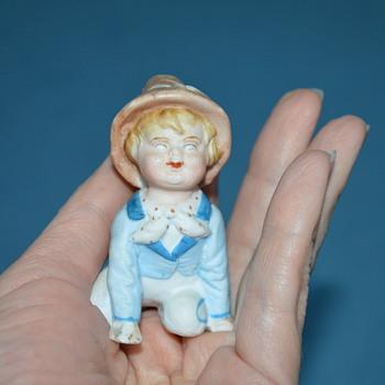 Small boy figurine - Figurines