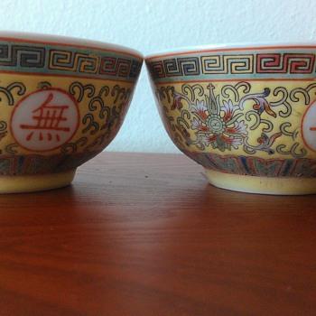 SET OF 4 JAPANESE BOWLS - Pottery