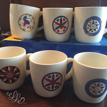 What's This Pattern? / USA Coffee Mugs (Celtic Avant Garde? Folk Art?) Help Please! :D