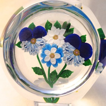 St Louis Paperweight 1983 Four Flowers Bouquet