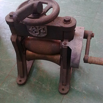 Shoemaker's leather rolling machine. - Tools and Hardware