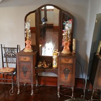 1880 vanity  - Furniture