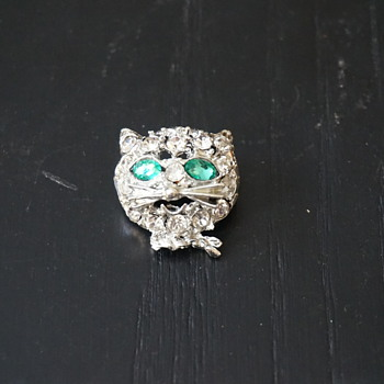 Rhinestone Cat Head Pin - Costume Jewelry
